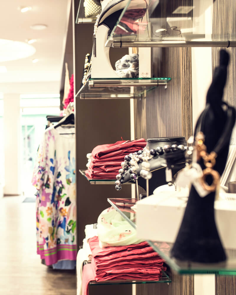 geniessen sie unsere personliche beratung von bestens geschulten modeverkauferinnen in einem asthetisch geschmackvollen ambiente unserer boutiquen